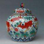 Naczynie z motywem ryb z Dynastii Ming era Jiajing